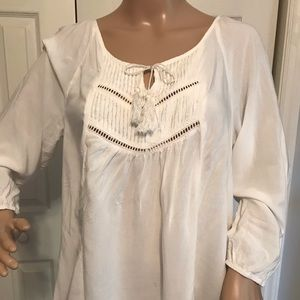 MOSSIMO 3/4 SLEEVE BLOUSE WITH CUTE CHEST AREA